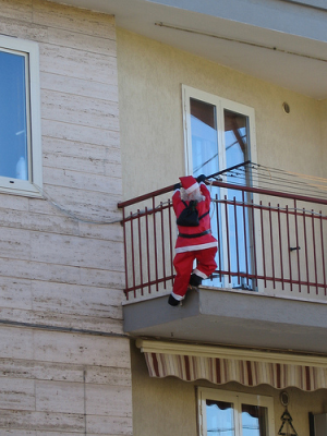 babbo_natale_balconing.png