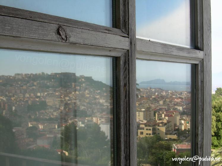 Riflessi napoli nella finestra vongolablog il blog su for Finestra nella dacia